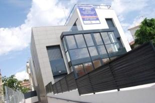 Edificio de 10 viviendas con planta sótano aparcamientos y zona comunitaria con piscina. Segur de Calafell (Tarragona)