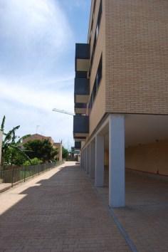 28 Viviendas con urbanización interior con zona aparcamiento y piscina. Deltebre (Tarragona) (2)